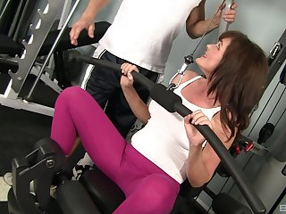 MILF Bella Roxxx gets pounded by her trainer at the gym