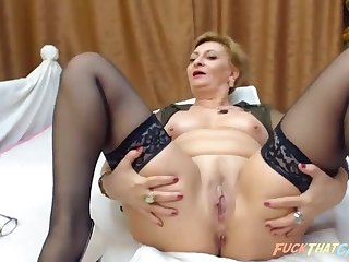 Mature girl masturbates and fucked her shaved pussy