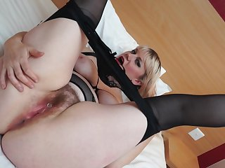 Velvetina Fox makes her pussy all creamy with a vibrator on her clit