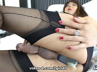 Jasmine's A Very Sexy Cumming Session - TGirl40