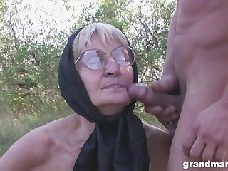 Blonde granny with glasses pounded and cum sprayed outdoors