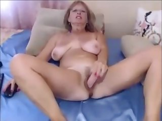 Amateur Big Boobs MILF Usind Dildo on MILFWebcamShow