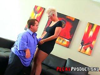 Midget fucks super juggy and big bottomed blond mature woman Alyson Queen