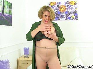 English milf Camilla Creampie pleasures her lady bits