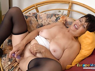 EuropeMaturE Watch her Aged Smooth Hoochie-Coochie Going Wet