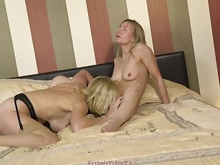 mother I´d like to fuck Takes Strapon Ass Fucking from her Lover