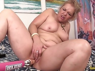 Horny mature woman enjoys their pussies getting stretched by fucking machines