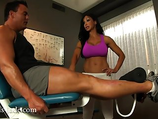 busty brunette mom jewels jade seduced muscled dude in gym