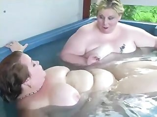 2 Fat Bitches Dildoing
