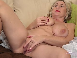 GILF mom Camilla plays with her big saggy boobs and old cunt