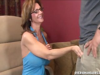 Dick and ball stimulation makes him cum fast - Milf Deauxma