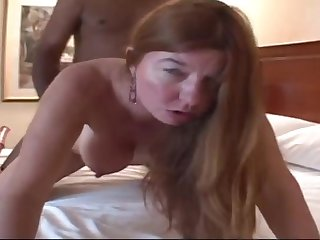 Black guy screwed white mature hooker in the hotel room