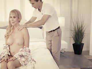 Fantastic busty blonde MILF Erica Lauren enjoys private massage and good fuck