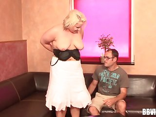Amateur fucking on the leather furniture with a mature amateur