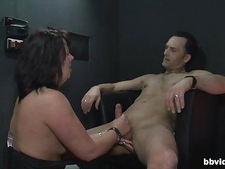 Mature amateur drops on her knees to pleasure her horny male client