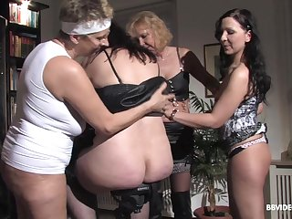 Amateur group sex with a lot of mature German wives and one guy