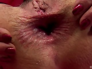 Nasty mature Javorszky Aguts gets her gaping asshole fucked