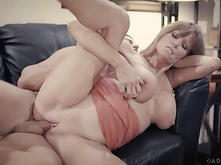 Aroused mature feels young again after smashing a proper dick inside her