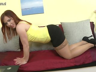 This Hot Housewife Loves To Play Alone - MatureNL