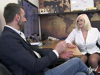 Hot and busty blonde british mature therapist enjoyed hardcore fucking