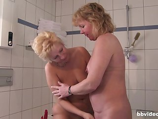 Short haired blonde mature BBW babes make one guy extremely happy