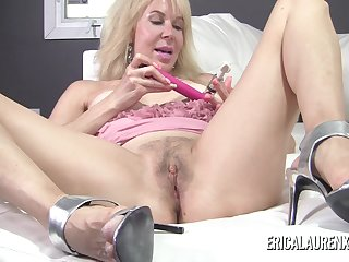 Mature blonde pornstar Erica Lauren puts suction devices on her nipples