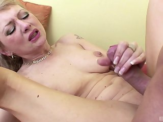 blonde matureVera Spurna adores to fuck with her young friend