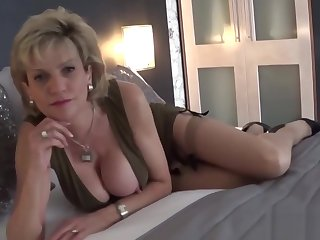 Unfaithful uk milf gill ellis flashes her giant puppies