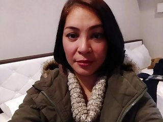 45yrs old Filipina Mommy Fingering Herself so wet till she comes