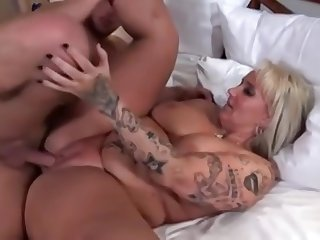 Classy busty mature woman in hot amateur sex video