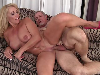 Mature loves the action and the sperm on her warm clit