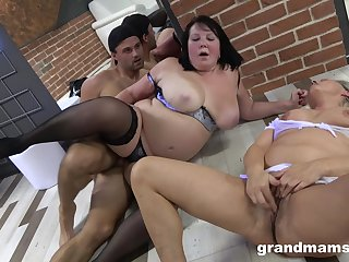 BBW ramming a fat friend's penis on the bed during a threesome