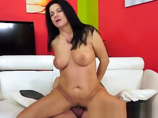 Amateur gilf with bigtits fucks passionately