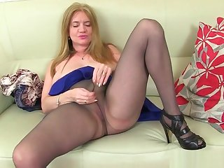 UK milfs Summer Angel Lee and Lily May work their pussy